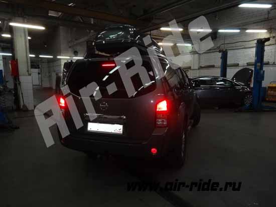 """Пневмобаллоны Black Stone """"L"""" на Nissan Pathfinder"""